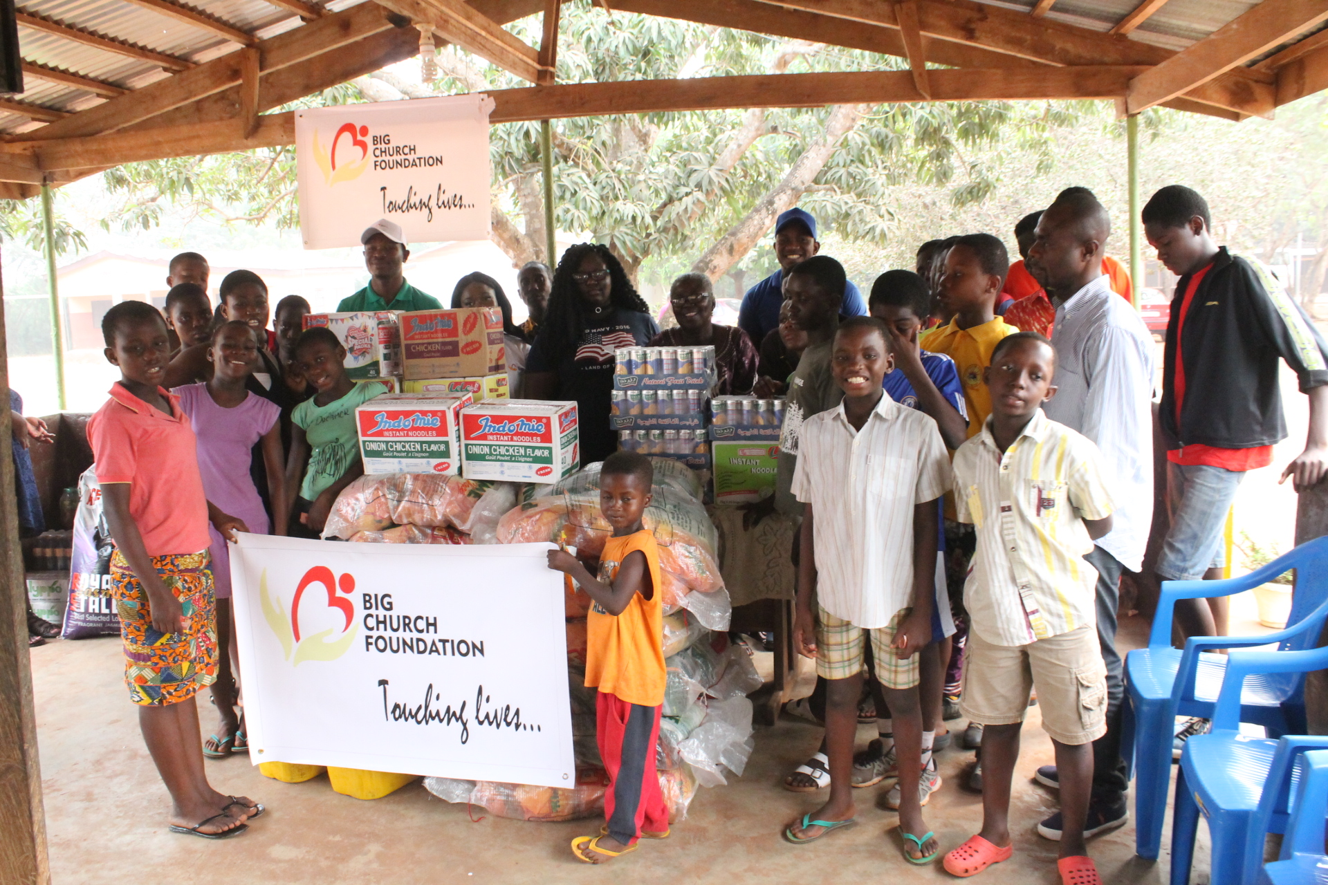 alexis-big-church-foundation-donates-to-frafraha-orphanage-34