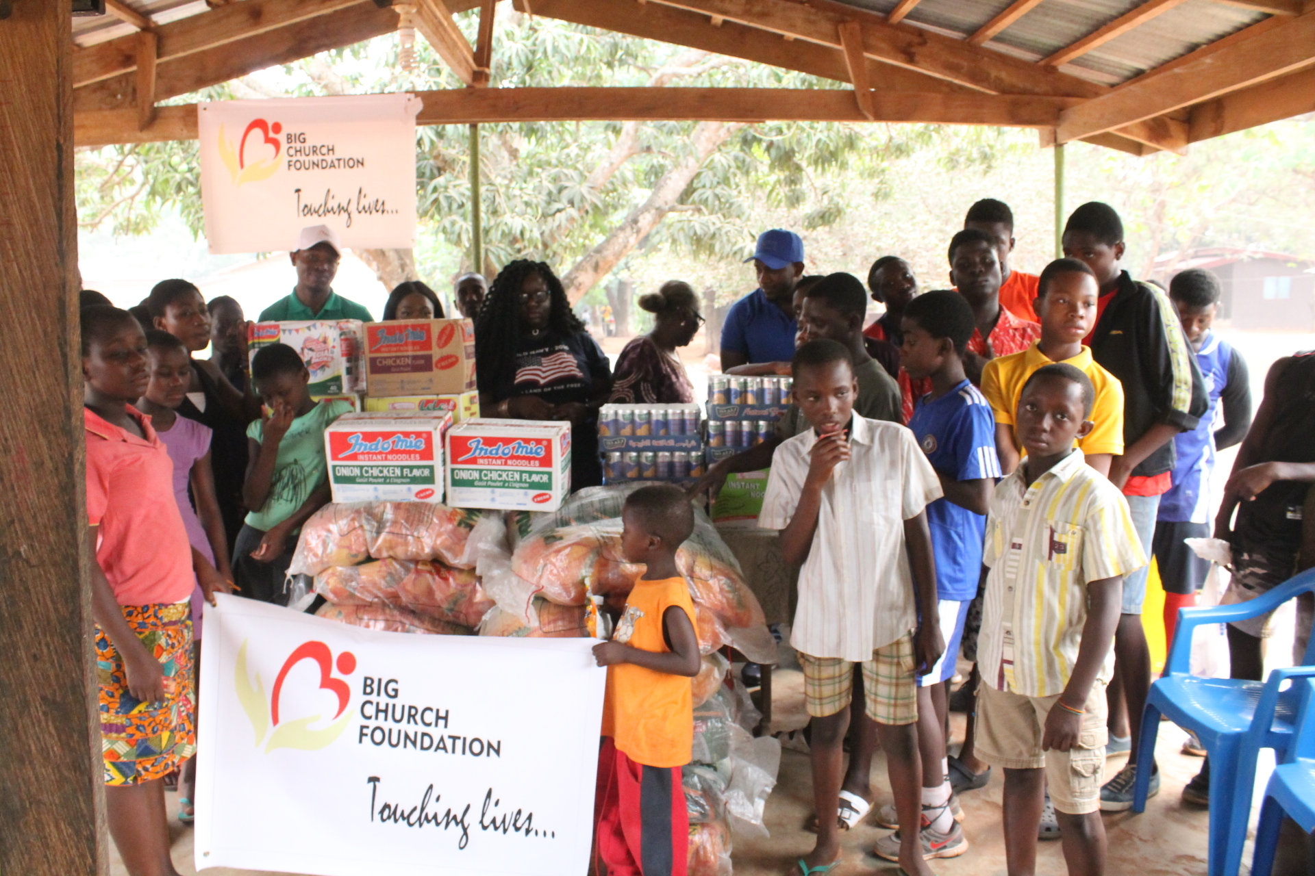 alexis-big-church-foundation-donates-to-frafraha-orphanage-37