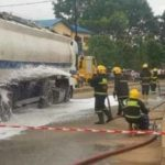 Another Petrol Tanker falls in Onitsha, Nigeria…residents take-off